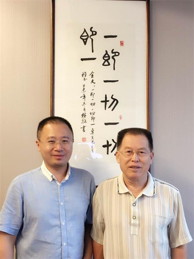 公司董事长卓先光(左)与米建国先生(右)